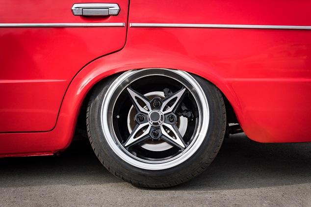 Une voiture rouge